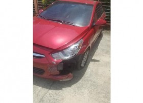 2012 HYUNDAI ACCENT CHOCADO