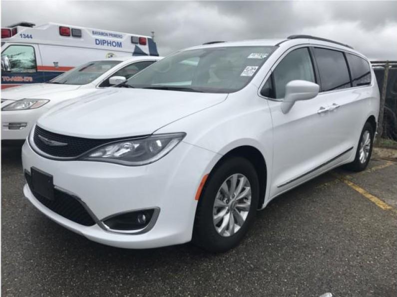 2017 Chrysler Pacifica blanca