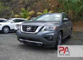 2017 Nissan Pathfinder Gris Oscuro