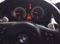 BMW M5 azul 2006 cielo