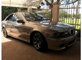 BMW 525i 2002 logos 5M Restaurado &Nítido