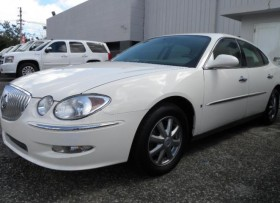 BUICK LACROSSE 2009 LIKE NEW