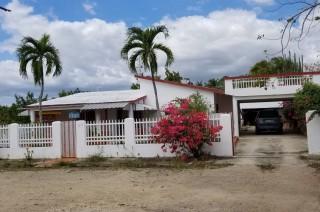 Cómoda Casa De Veraneo En Venta En El Bulevar De Juan Dolio