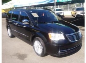 CHRYSLER TOWN &COUNTRY LIMITED DEL 2013