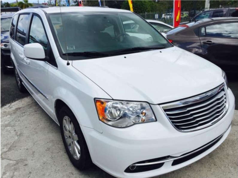 CHRYSLER TOWN AND COUNTRY 2016