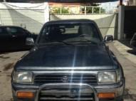 Camioneta HILUX 1986 cama larga americana