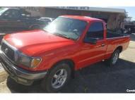 Camioneta Toyota Tacoma 2002 roja
