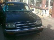 Camioneta negra 1998 tacoma