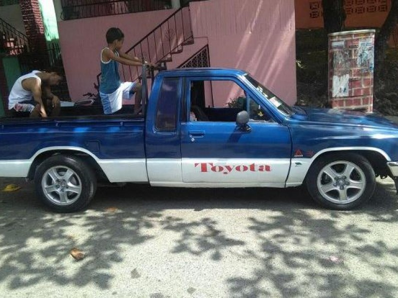 Camioneta Hilux 87 Cabina y Cuarta