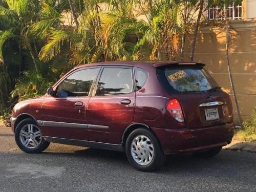 Carro Daihatsu Sirion 2001