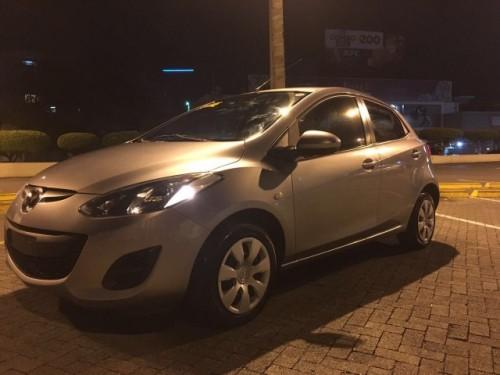 Carro Mazda Demio 2011 precio negociable