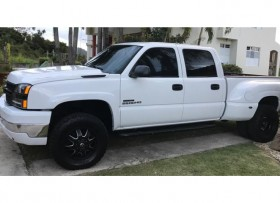Chevy Silverdo 2500HD Dually 4X4 36K millas