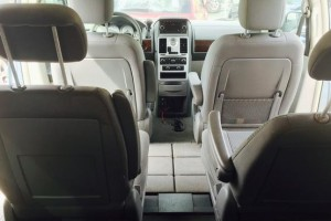 Chrysler Town  Country LX 2009