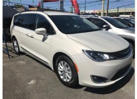 Chrysler Pacifica 2017 LLAMA YA