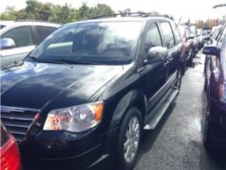 Chrysler Town &Country 2010 35K millas