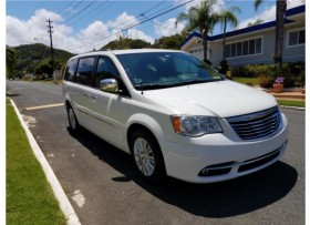 Chrysler Town and Country Touring L 2011
