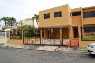Comoda Y Funcional Residencia En Altos De Arroyo Hondo Iii