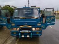 Daihatsu Delta 2000 cama corta 6 GOMAS BUENAS