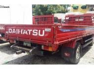 Daihatsu Delta 2001 Cama Larga Cara Estrecha Rojo