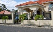 Excelente Residencia En Altos De Arroyo Hondo Iii