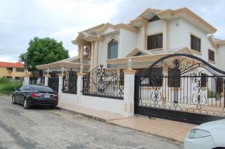 Excelente Residencia En El Prado Oriental Iii Santo Domingo Este  San Isidro