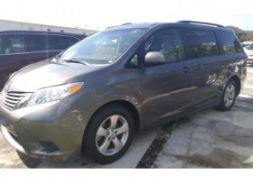 FAMILIAR TOYOTA SIENNA 2015