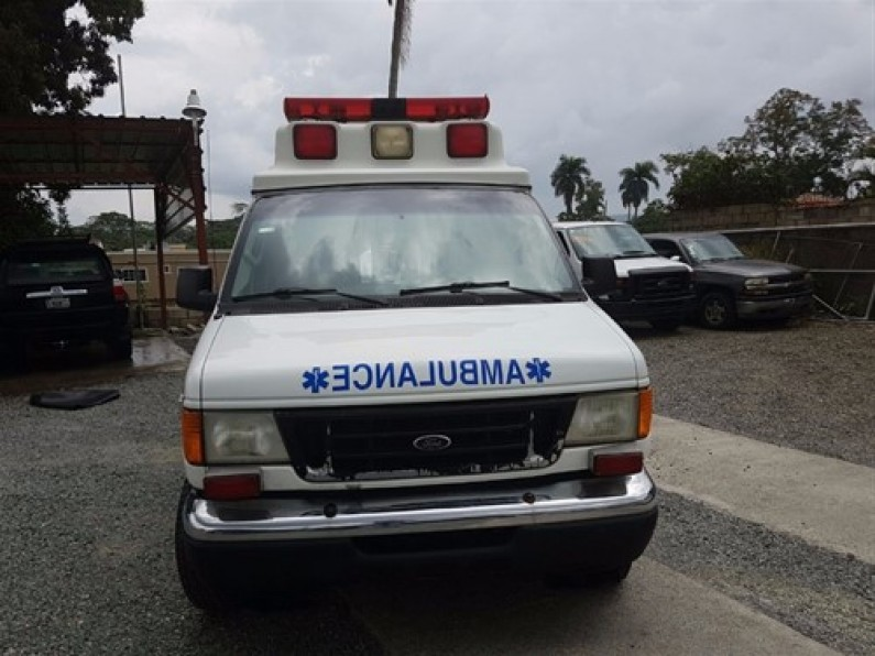 Ford E-350 Ambulancia 2006