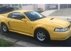 Ford Mustang 1999 6 cilindros 80000 millas