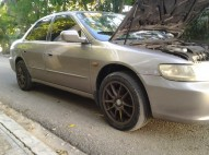 Honda Accord 2000 v6 full 230000 negociable
