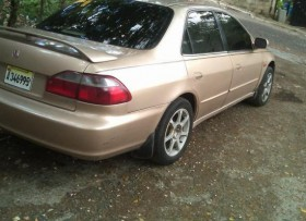 Honda Accord 2000 V4