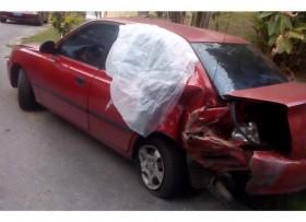Hyundai Brío 2001 -chocado parte trasera