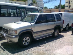 Isuzu Trooper 2000