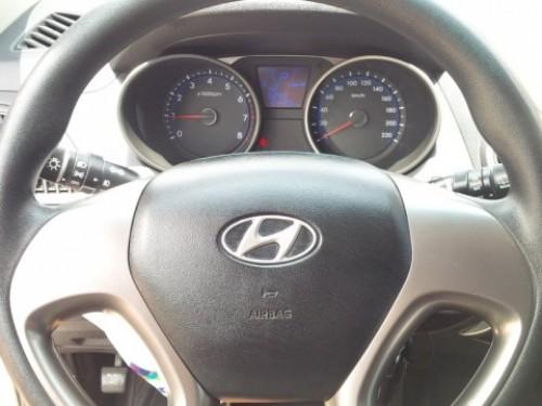 Jeepeta Hyundai Tucson SUV 2.0L 4cyl gris oscuro