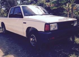 Mazda pickup b2200 del 1991 cabina y media