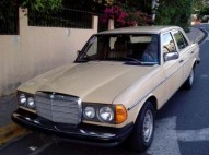Mercedes Benz 1984 amarillo