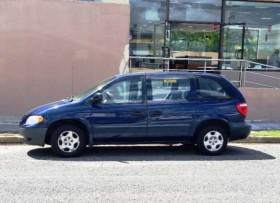 Minivan Dodge Caravan SE 2001
