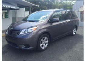 Minivan Familiar Toyota Sienna 2015