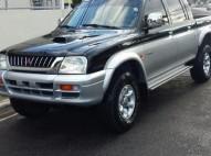 Mitsubishi L200 2001 negra diesel 4x4 automatica