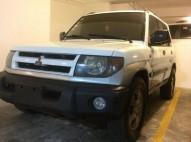 Mitsubishi Montero io 2001