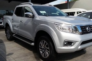 Nissan Frontier LE 2018 plateada
