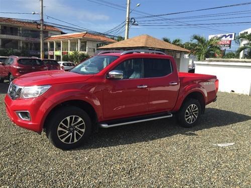 Nissan Frontier NP300 2018 rojo