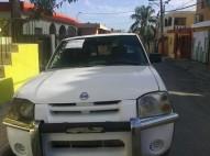 Nissan frontier 2000 blanca y gas