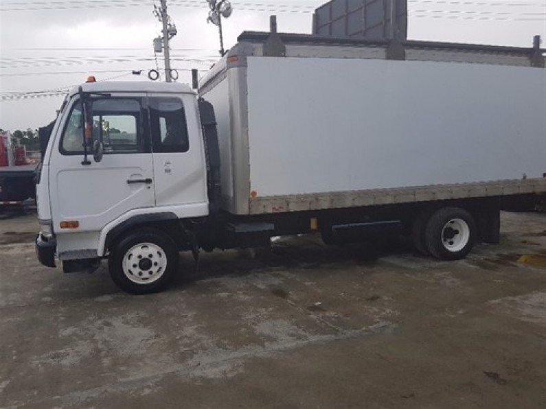 Nissan Camion 2004
