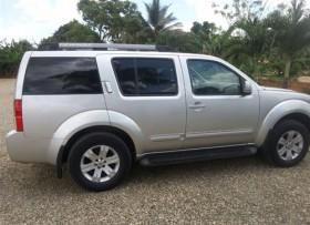 Nissan Pathfinder LE 2005