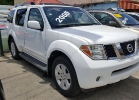 Nissan Pathfinder Limited 2005