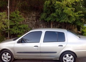Renault Clio 2007 dorado