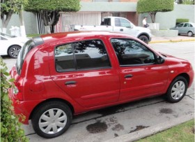 Renault Clio Rojo perfectas condiciones Aire ac 2008