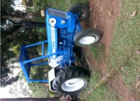SE VENDE TRACTOR FORD 7600 TURBO
