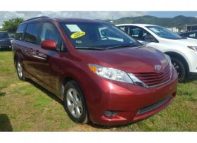 TOYOTA SIENNA LE -con DVD