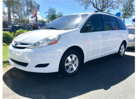 TOYOTA SIENNA LE 2009
